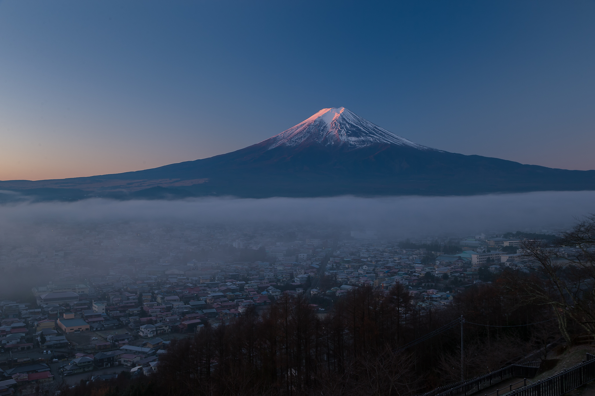 【富士山写真フリー素材】 富士吉田市新倉山浅間公園からの紅 ...