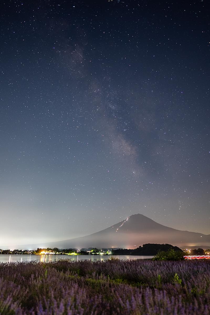 富士山とラベンダーと星空